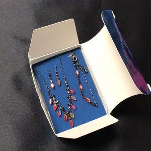 AVON - RED CHEVRON Jewelry Gift Set